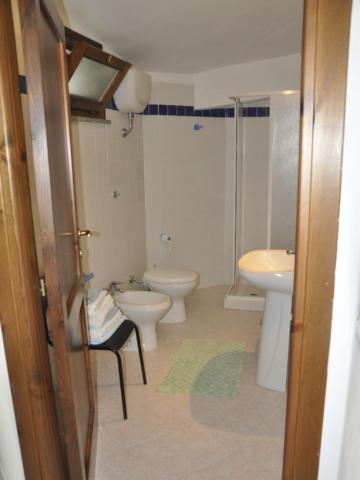 Bathroom, blue room